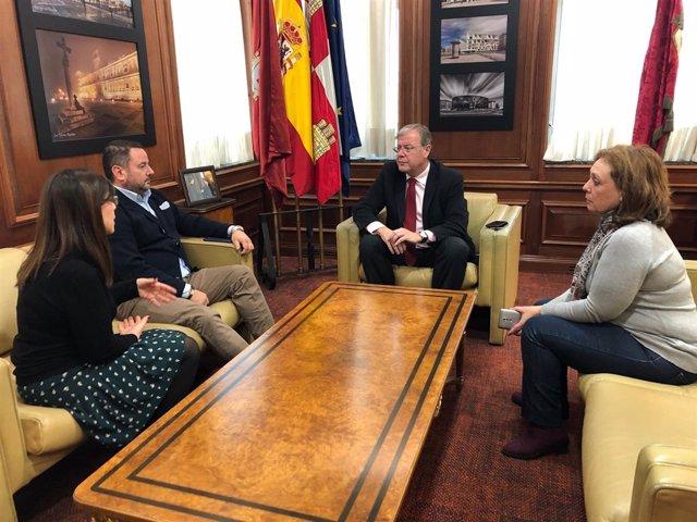 Reunión entre Ayuntamiento y Autismo León.