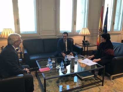 La ministra Celáa ya conoce la reivindicación de la especialidad de asturiano