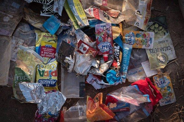 Residuos de plásticos en la Playa de Alboraya (Valencia)