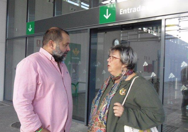 Sánchez Rufo y Rossi en la estación de ferrocarril de Huelva.