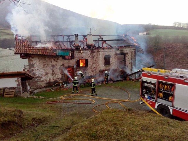 Incendio en un caserío de Erratzu