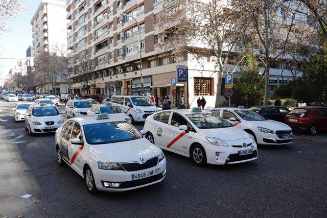 Manifestación de taxistas en Madrid para pedir que se regulen los VTCs (vehículo