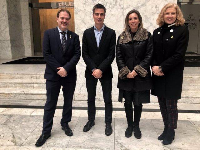 Romero y Bonavia (Acció), Matilde Villarroya y Àngels Chacón (Generalitat)