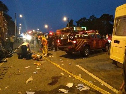 Al menos cuatro muertos y ocho heridos tras una colisión entre un camión y un autobús en Ecuador