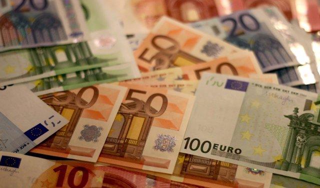 Bitllets, diners, euros, deute