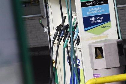 Los carburantes ponen fin a su espiral bajista y registran su primera subida en casi tres meses