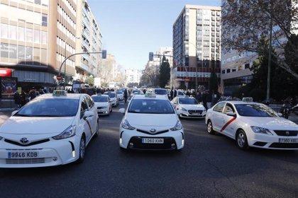 """La Comunidad de Madrid ofrecerá a los taxistas una """"reforma exprés"""" de la legislación en una reunión la próxima semana"""