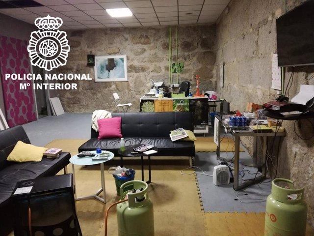 Detenido un hombre que regentaba un local para fumar marihuana en Ourense.