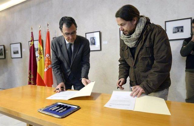 El alcalde Ballesta en un momento de la firma