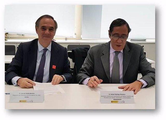 Luis de Carlos y Rafael Rodrigo Montero en la firma del convenio