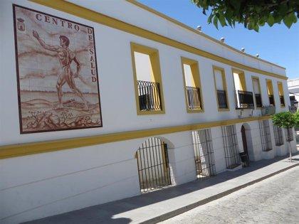 Centro de salud de Las Cabezas de San Juan (Sevilla) adecua una plaza de aparcamiento y una marquesina para ambulancias
