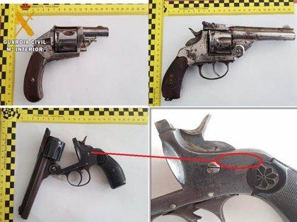 Detenido un hombre que ocultaba tres armas de fuego en su vehículo en Numancia
