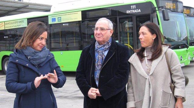 Isabel Ambrosio con José Luis Vilches y Carmen Sousa
