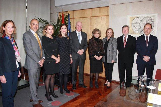 Fenin se reúne con la ministra de Sanidad, María Luisa Carcedo