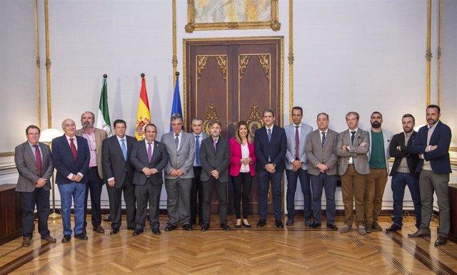 En Sevilla, la presidenta de la Junta, Susana Díaz, recibe a la Federación Andal