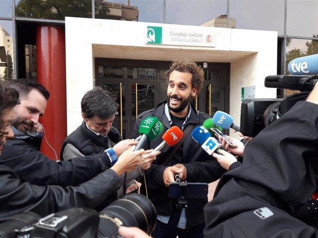 El doctor Jesús Candel tras salir del Juzgado