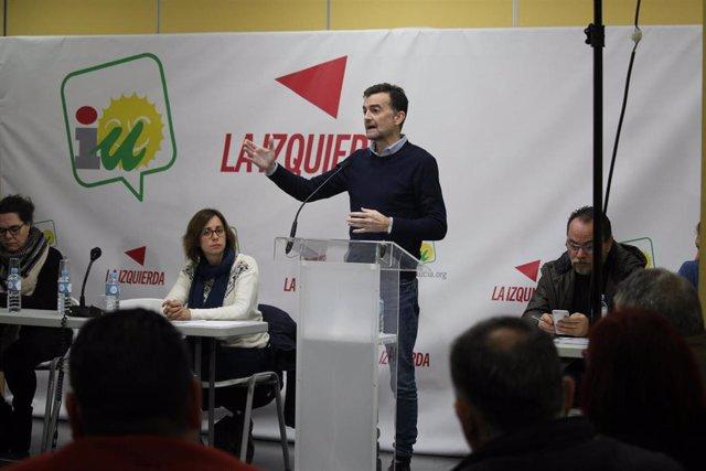 El líder andaluz de IU, Antonio Maíllo, ante el foro de alcaldes
