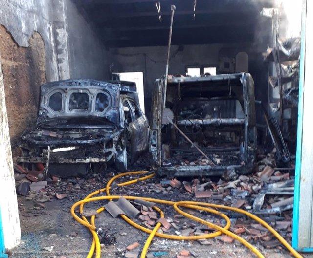 Incendio en una cochera en Villagarcía de Campos. 17-1-2019
