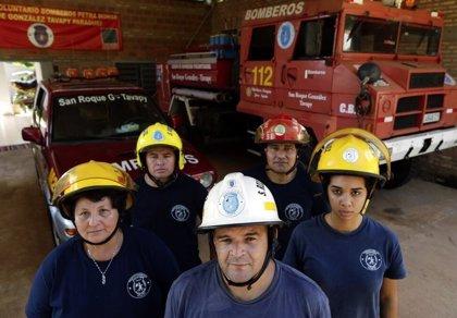 Bomberos paraguayos se cansan de no tener dinero y posan desnudos en un calendario para recaudar fondos