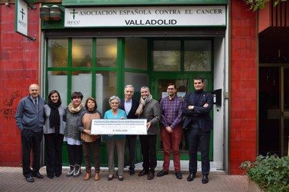 Iniciativas Empresariales entrega 4.500 euros de la Cena Solidaria en apoyo a la AECC de Valladolid