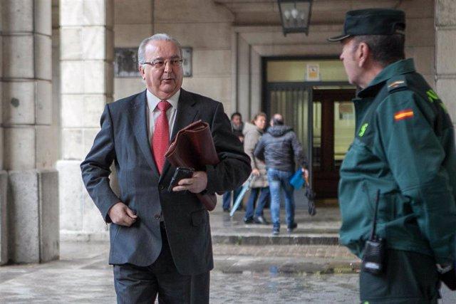 Llegada del exconsejero de Empleo Antonio Fernández al juicio de los ERE