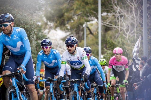 Los ciclistas españoles Marc Soler y Alejandro Valverde, del Movistar Team