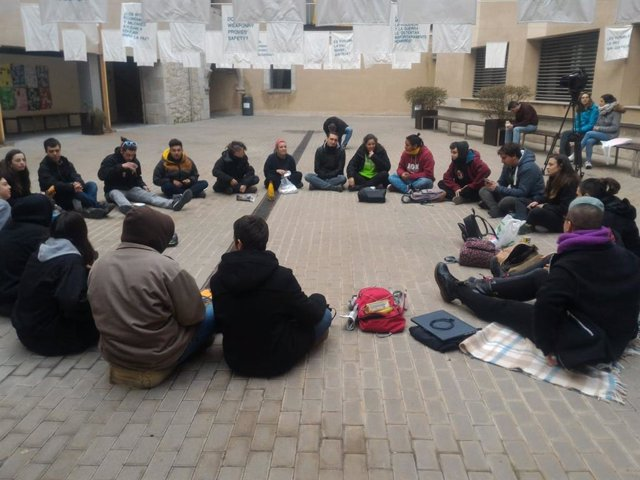 Encierro de estudiantes en la UdG tras una operación de Policía Nacional