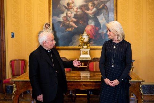 El cardenal Cañizares y Hortensia Herrero
