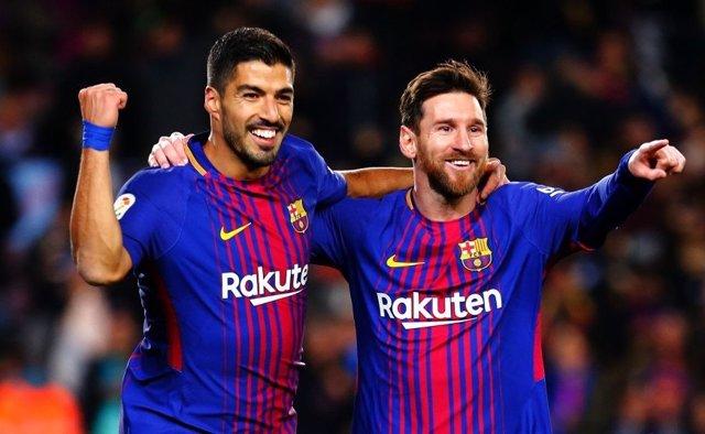 Luis Suárez y Lionel Messi celebran un gol