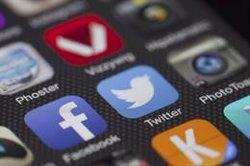 Un error de Twitter deixa al descobert tuits privats des del 2014 (PIXABAY/CC/LOBOSTUDIOHAMBURG)