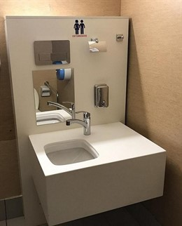 Baño adaptado a pacientes ostomizados