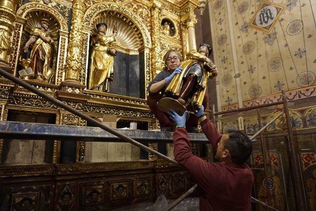 Reinstalación del Retablo de Yoly en la Iglesia de San Pedro.