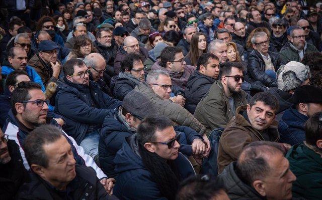 Los taxistas se reúnen con 'altos cargos' de la Generalitat y el AMB este sábado por la tarde