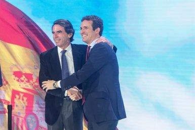 """PP.- Aznar encastella a Casado i diu que és """"un líder com un castell"""" sense """"tuteles"""" (Ricardo Rubio - Europa Press)"""