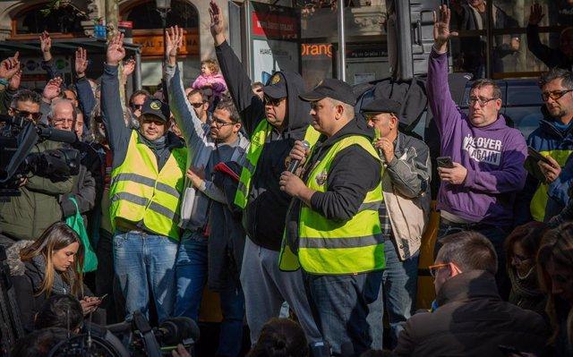 Élite Taxi pide a la asamblea de huelguistas evitar enfrentamientos con conductores de VTC