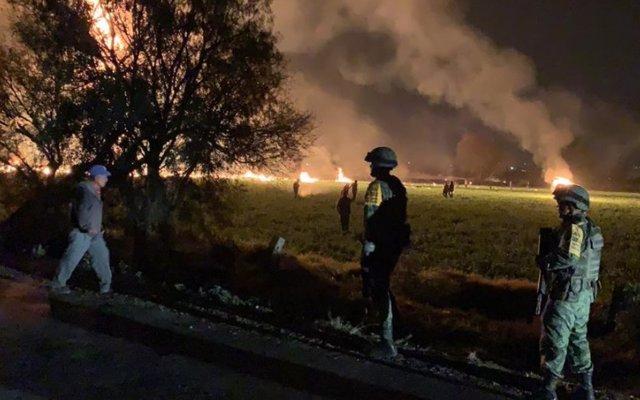 Aumenta a 66 el número de muertos por la explosión de un conducto de combustible en México
