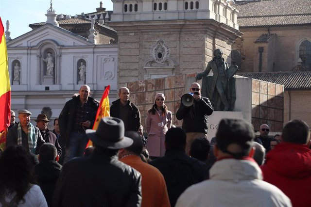 Concentración de Vox en la plaza del Pilar