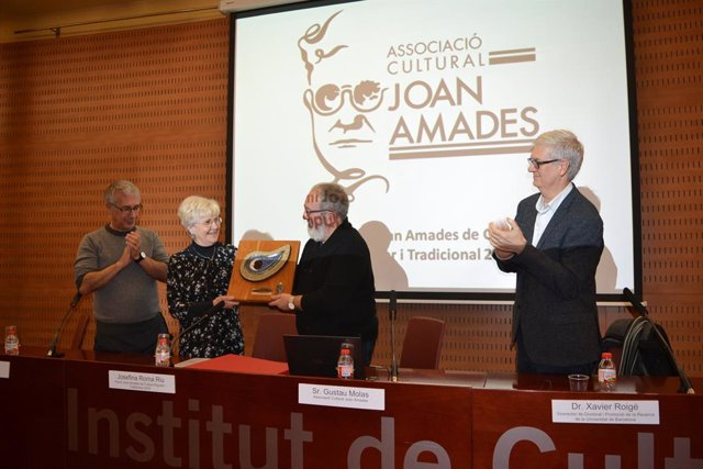 Josefina Roma rep el premi Joan Amades de Cultura Popular i Tradicional 2018