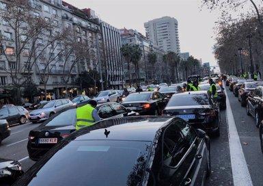 Conductors de VTC es concentren a la Diagonal per la reunió entre Generalitat i taxistes (EUROPA PRESS)