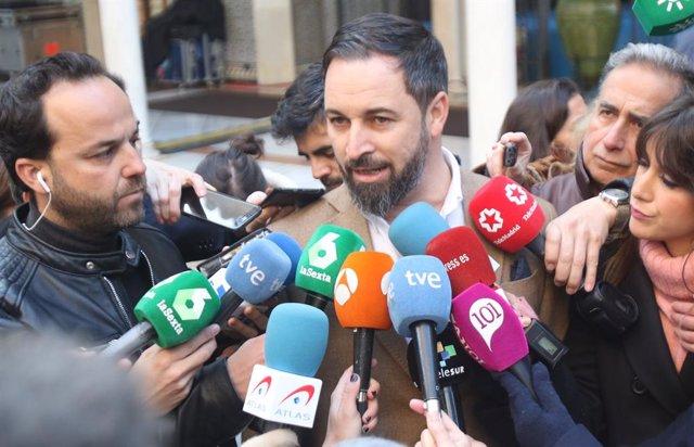 Santiago Abascal atén als mitjans