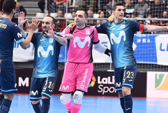 Movistar Inter celebra una victoria con Jesús Herrero, Ricardinho y Ortiz