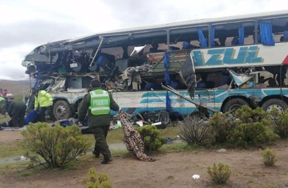 Al menos 22 muertos en un choque entre dos autobuses en Bolivia