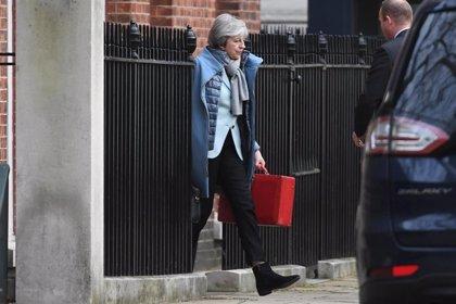 May plantea un acuerdo bilateral con Irlanda para superar las reticencias a su acuerdo para el Brexit