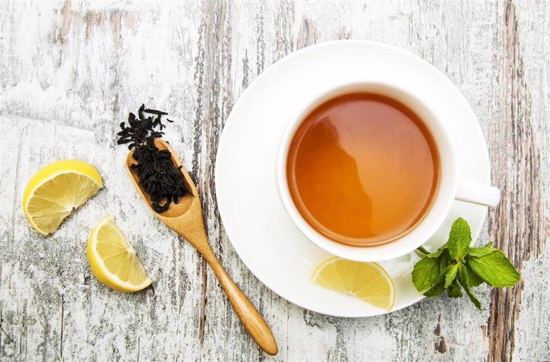 El té es más saludable si se hace con agua embotellada que con agua del grifo (aunque con peor sabor)
