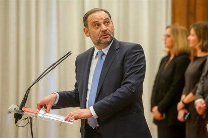 Ábalos dice a PDeCAT y ERC que deben plantearse si quieren mejoras para los catalanes con el PGE o debilitar al Gobierno