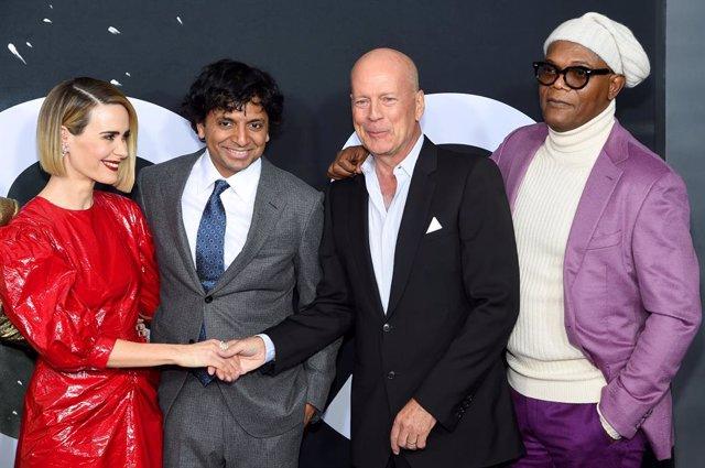 Shyamalan, Bruce Willis, Samuel L. Jackson y Sarah Paulson en Glass