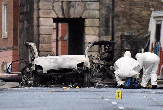 La furgoneta utilizada como coche bomba en Londonderry