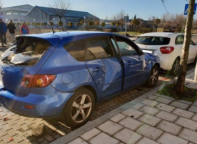 Valladolid.- Vehículos dañados en la calle Jardines de Sabatini