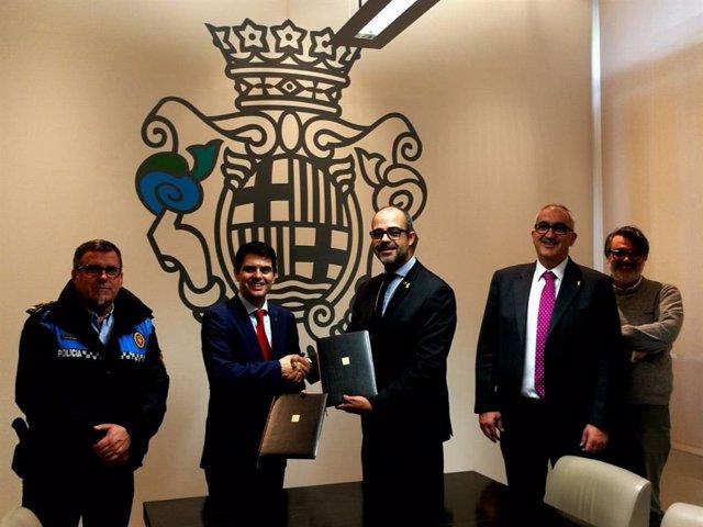 El conseller d'Interior, Miquel Buch, i l'alcalde d'Igualada, Marc Castells