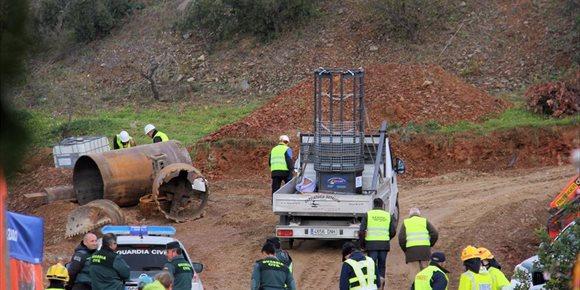 7. Esperan acabar de perforar el pozo paralelo al de Julen para que expertos mineros comiencen durante el lunes